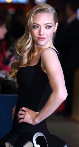 _How-To-Get-Amanda-Seyfried_s-Side-Swept-Hair-Courtesy-Of-Charles-Worthington-2