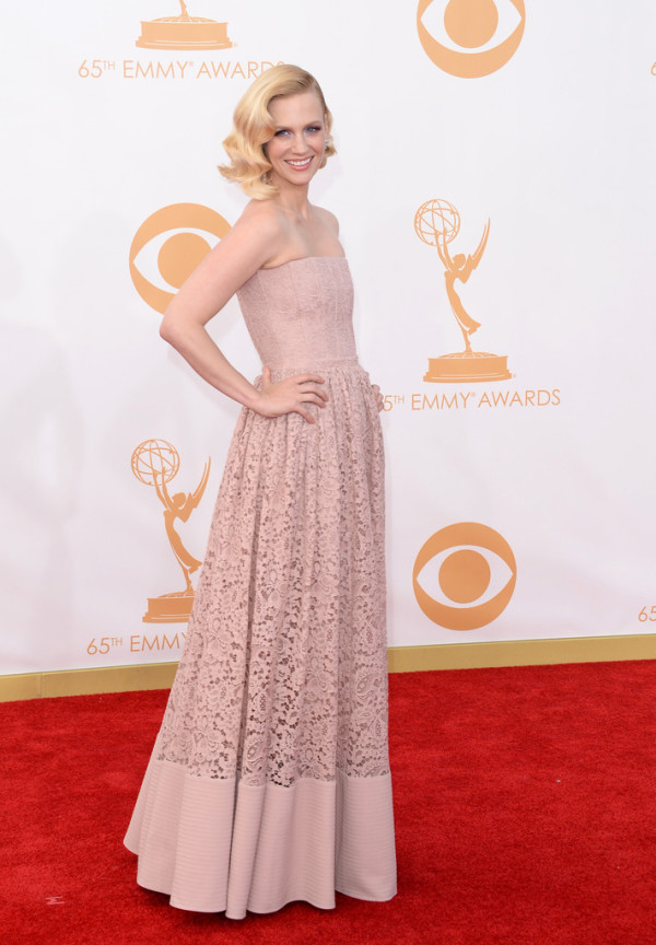January-Jones-in-Givenchy-2013-Primetime-Emmy-Awards-6-600x864