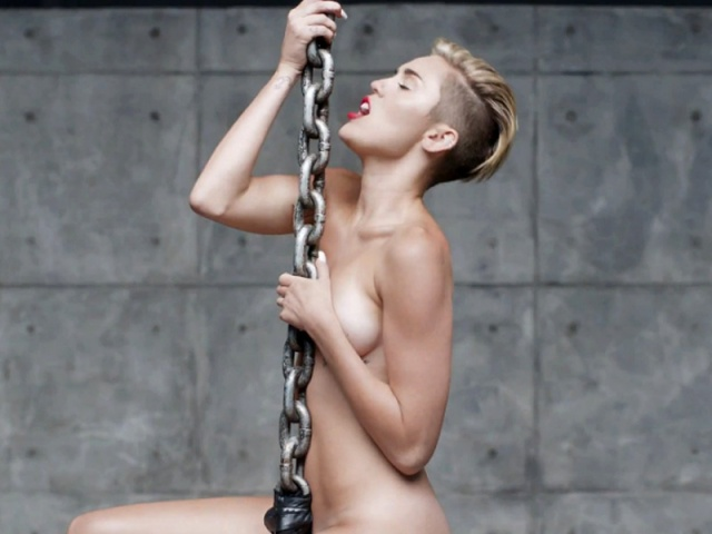 miley-cyrus-nude-in-her-new-video-wrecking-ball-20