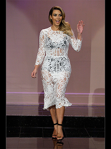 311013-kim-kardashian-white-lace-dress-BK84Ih-lgn