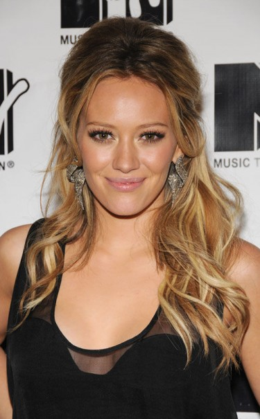 hillary-duff-long-curly-hairstyle