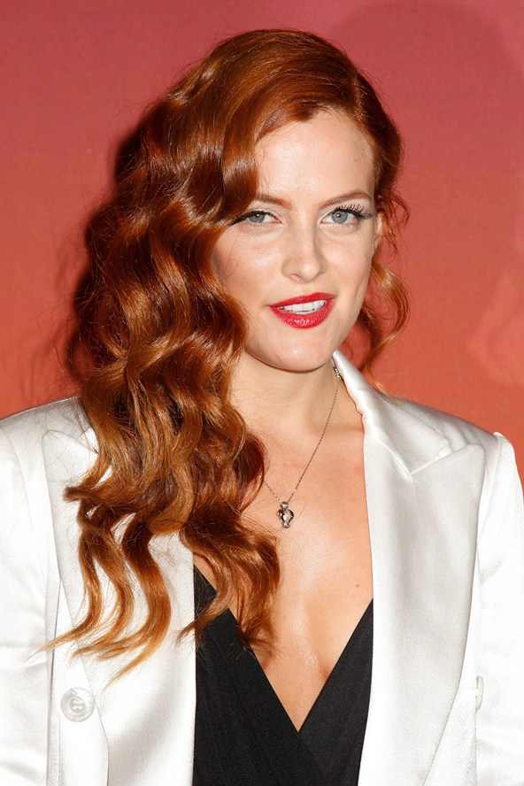 Riley-Keough_glamour_24oct13_rexfeatures_b_592x888_1