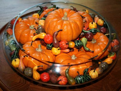Thanksgiving-Table-Centerpieces-Ideas-with-nice-pumpkinds